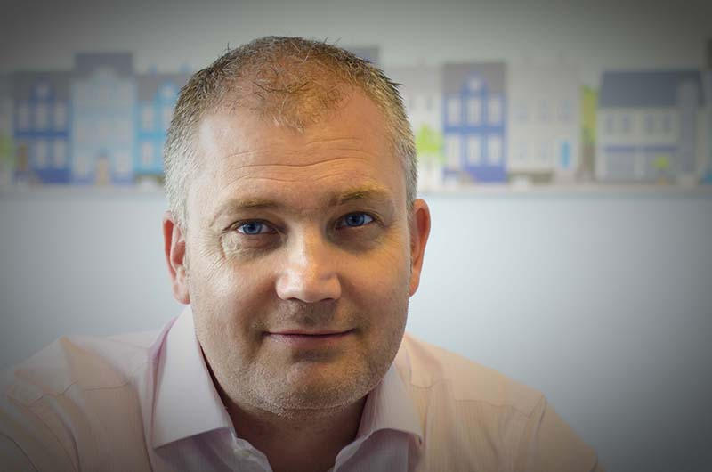 Interview With :    Russell Quirk, Founder of fixed-cost online estate agency, eMoov.co.uk
