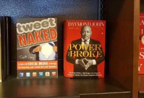 El libro más vendido del autor Scott Levy Tweet Naked
