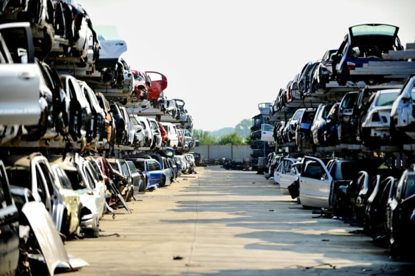 Factors to consider when selecting a scrap yard operator
