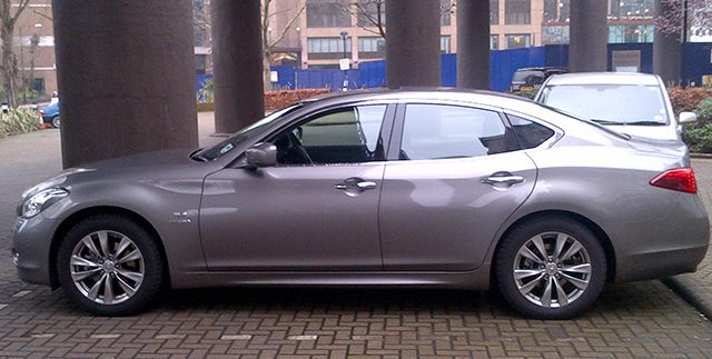Motoring Review: Infiniti M35h